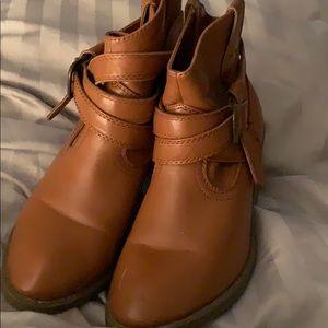 Shoes - Ladies tan booties